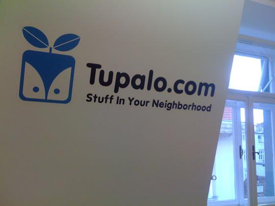Closeup of Tupalo.com wall logo